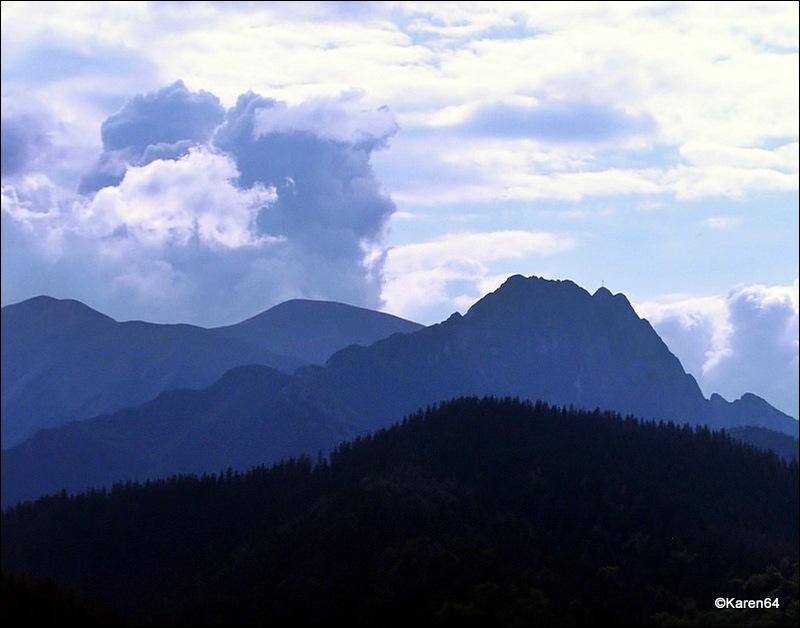 Chmury nad Tatrami,Giewont i Czerwone Wierchy