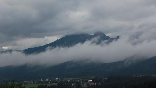 Giewont w chmurach i mgle