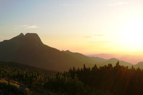 Giewont z Przełęczy między Kopami o zachodzie słońca