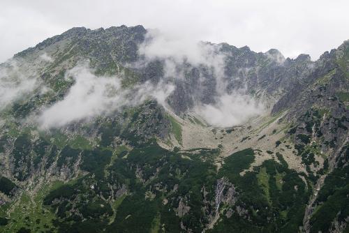 Kozi Wierch i Dolinka Buczynowa w chmurach