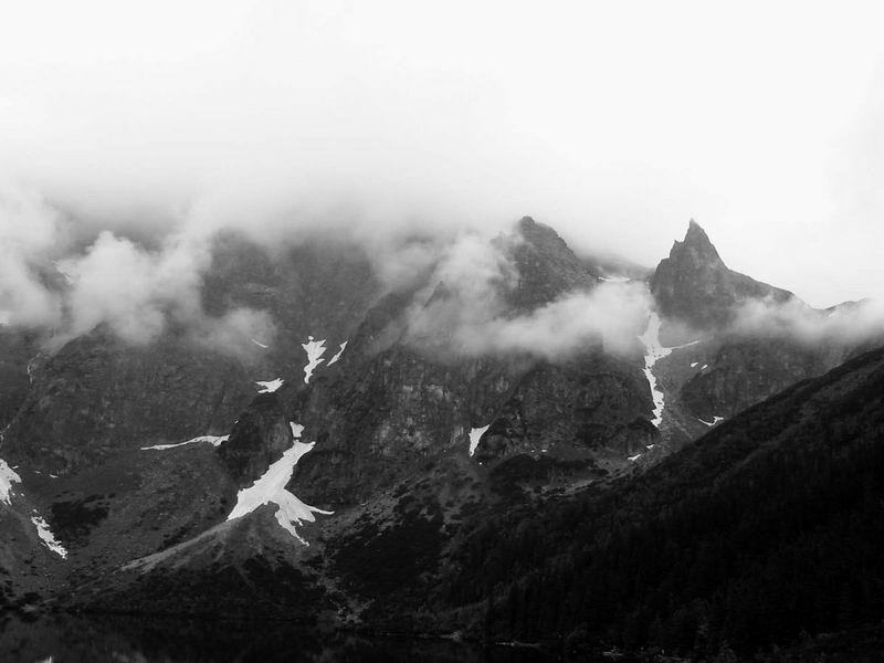 Mnich i Mięguszowieckie w chmurach
