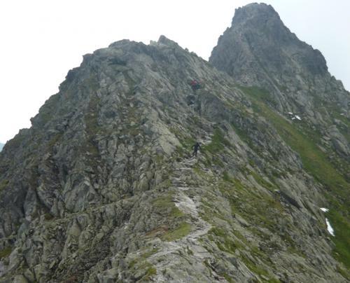 Początek szlaku Orlej Perci od przełęczy Zawrat