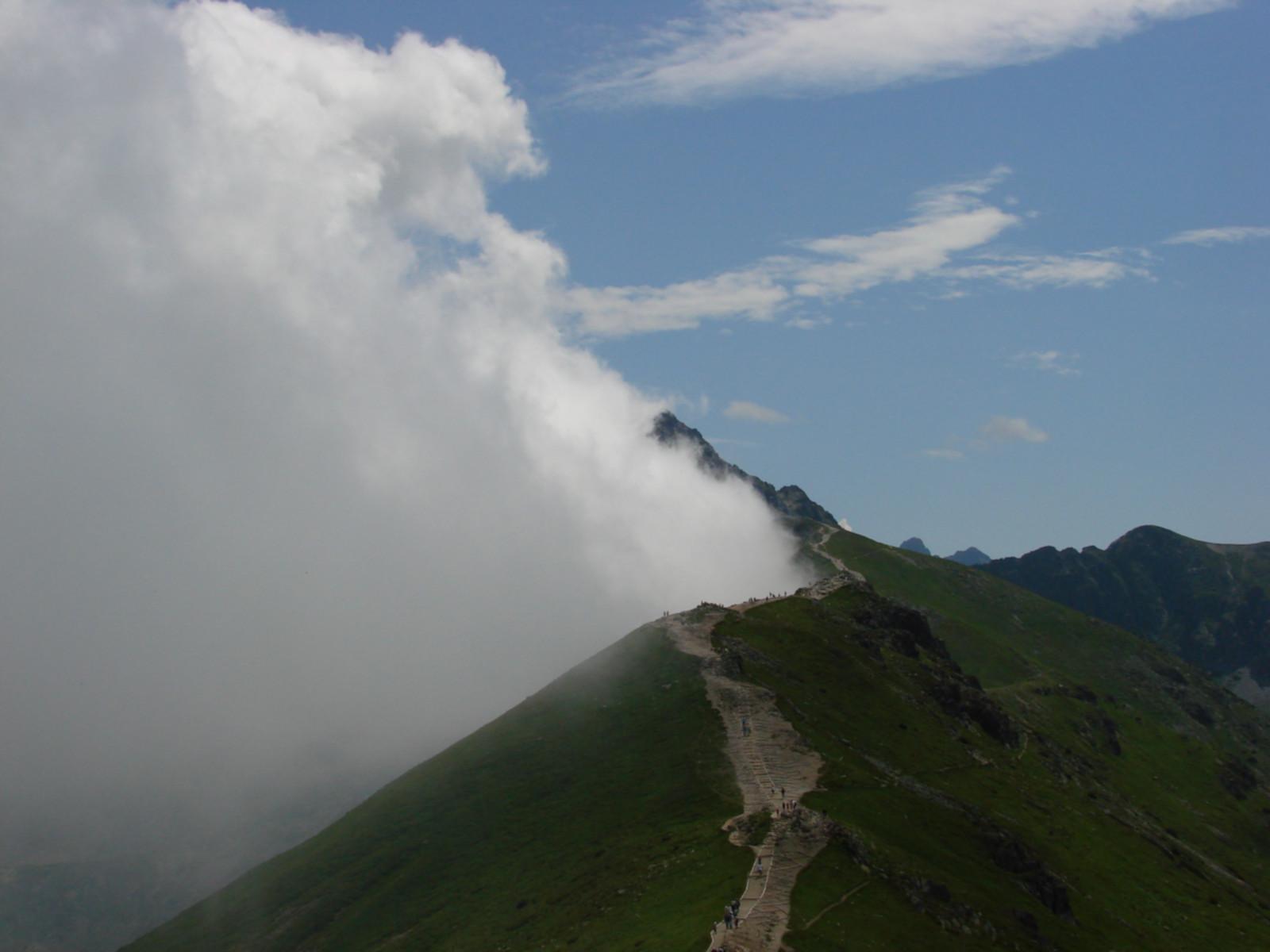 Tatry podzielone na połowę