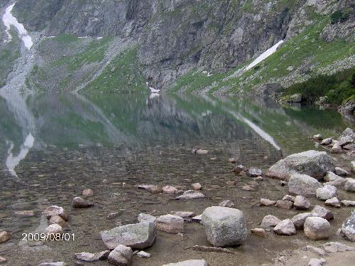 Tatry przeglądaja się w lustrze Czarnego Stawu