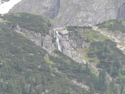 Wodospad wylewający się z Czarnego Stawu pod Rysami.